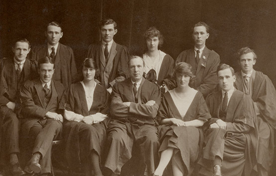 University College of Swansea students in academic dress, c.1920s. Courtesy of the Richard Burton Archives (UNI/SU/PC/5/5)
