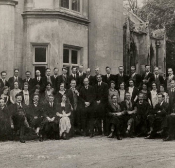 Swansea University Staff in the 1920s. Courtesy of the Richard Burton Archives, Swansea University (reference: 2017/06:11)