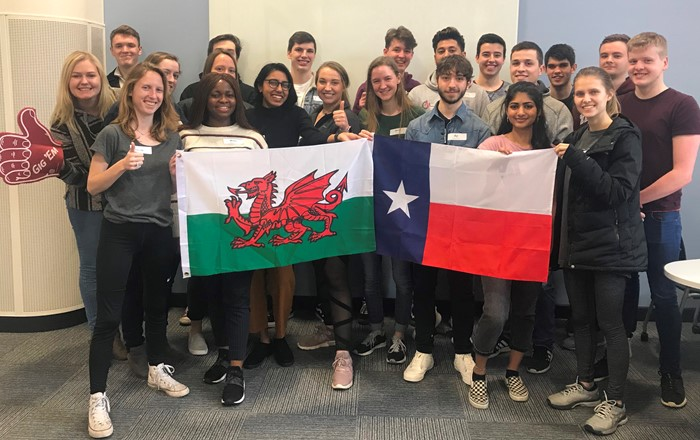 A picture of students on a previous exchange from Texas
