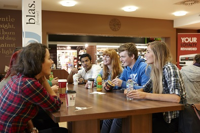 Students chatting in Café Blas