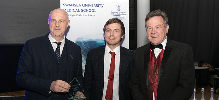 Dr Nick Jones Recieves Research Award