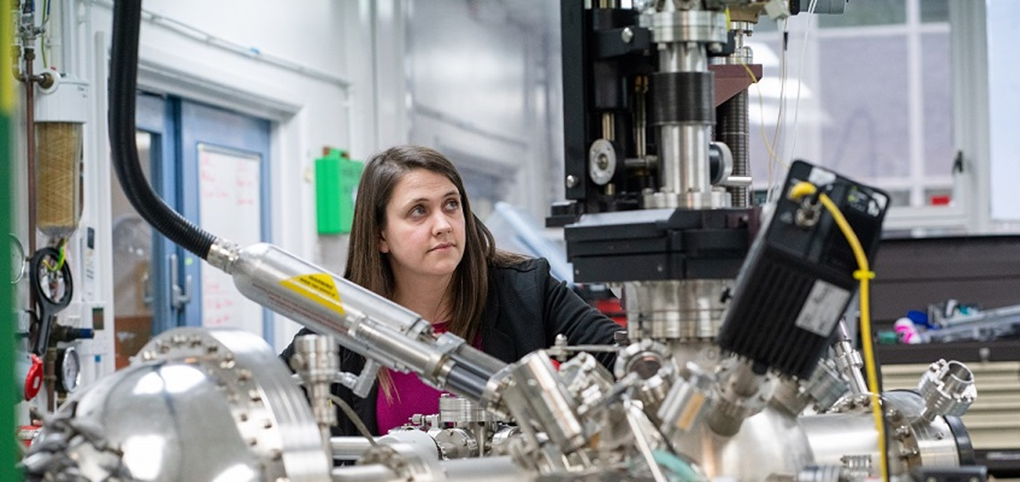 Dr Rachel Cross of Aberystwyth University conducting X-Ray photoelectron spectroscopy on solar thin films